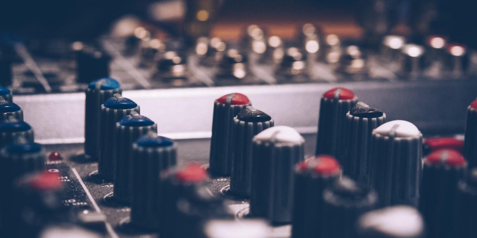1532008104 34 amplifier analogue audio 744318