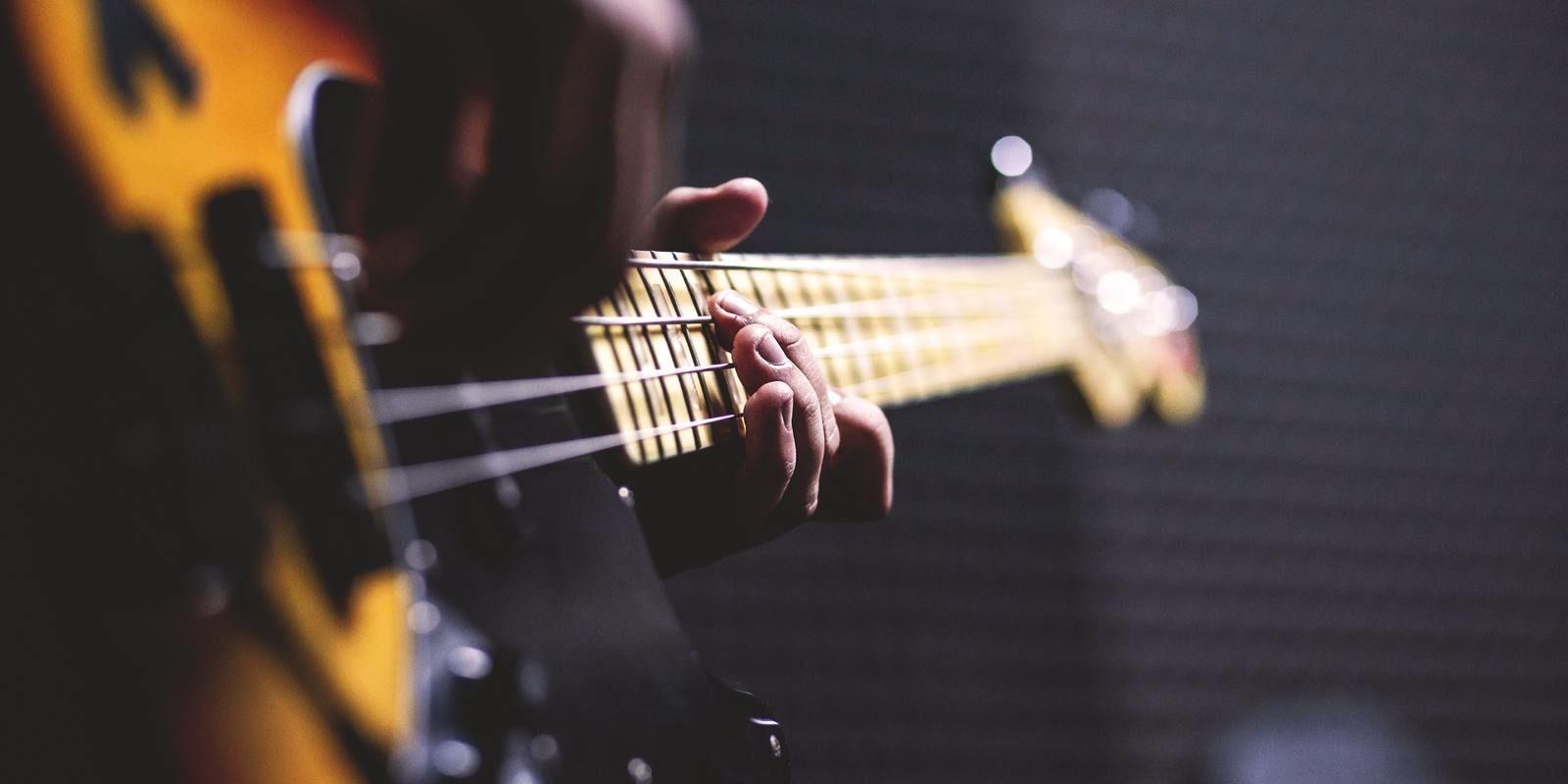 1532008208 34 bass guitar chord close up 96380